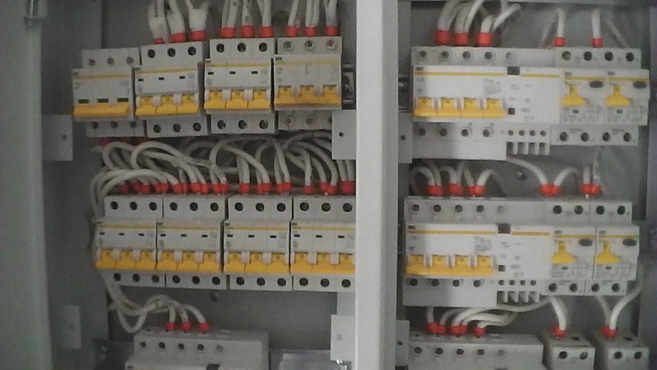 4 сен 2013. Трансформаторные схемы включения используются при токах более 100 а на фазу, а в данной статье рассмотрим только счетчики прямого включения. Содержание статьи: установка и подключение трехфазного счетчика прямого включения. Организационные моменты замены счетчика.