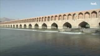 بالفيديو.. موجة الانتحار تبتلع مئات الشباب الإيرانيين لهذه الأسباب