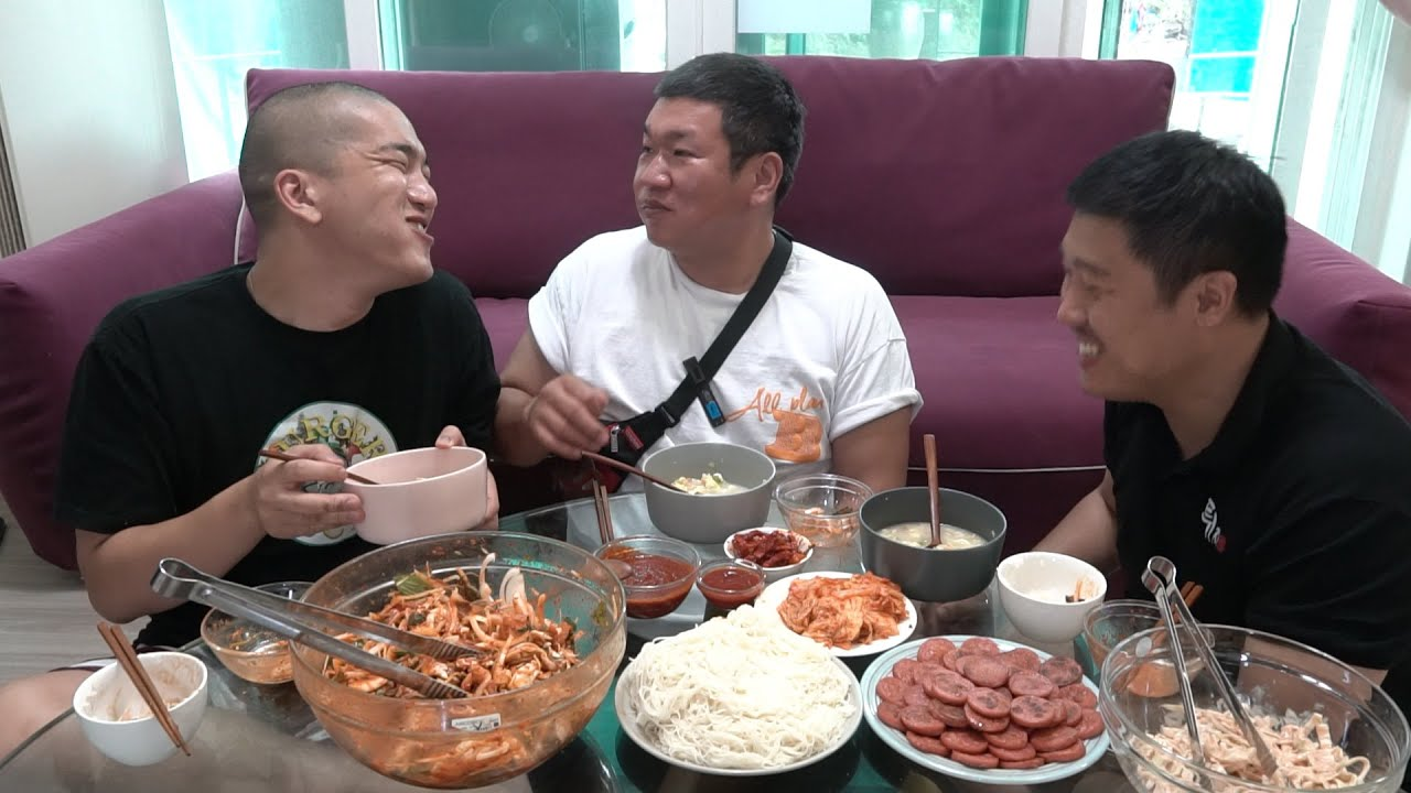 술안주는? 골뱅이무침 해장은? 북어국 추억의? 분홍소세지 ; Spicy Sea Snails Salad & Dried pollack soup & pink sausage