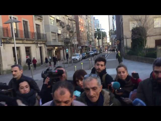 Julio Araujo y su hermano llegan a la comisaría de Pontevedra para prestar declaración