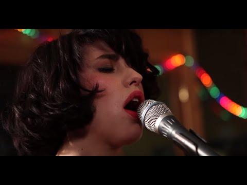"Kimbra - ""Two Way Street"" (Live at Sing Sing Studios)"