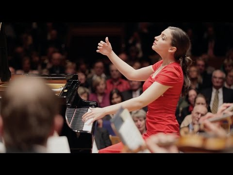 Frédéric Chopin: Piano Concerto No. 1 e-minor (Olga Scheps live)
