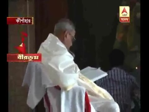 President pranab Mukherjee performs puja at his ancestral home in Birbhum's Kirnahar