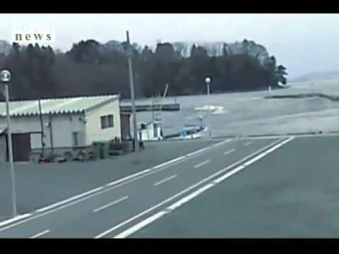 earthquake in japan 2011:new fireman trying to escape the tsunami footage 2011 x 1