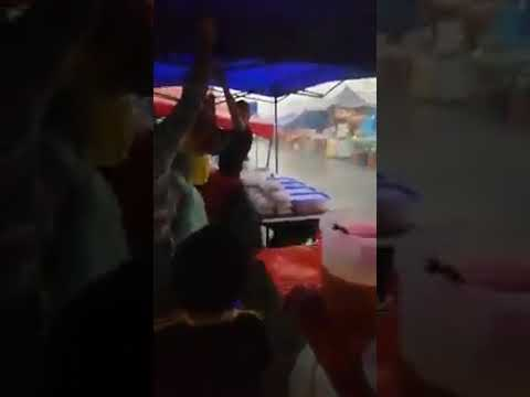 Ribut di bazar ramadhan Taman Setia Tropika, JB petang semalam.