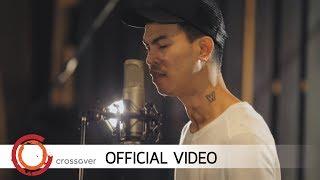Panya Pakunpanya - สายลม (Official Music Video)