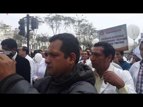 FEDERACION MEDICA PERUANA 04-08-04 A 84 DIAS DE HUELGA INDEFINIDA 1