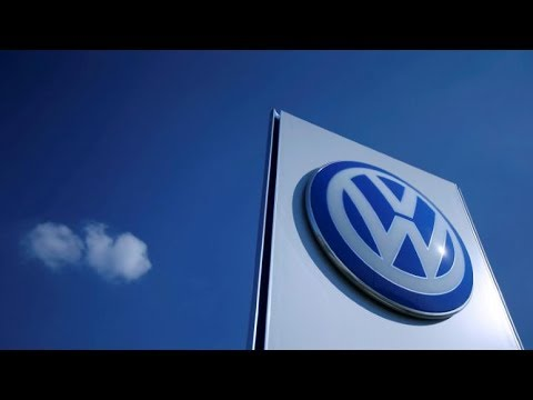 U.S. judge allows VW bondholder suit to continue