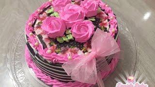 Bolo envelopado com rosas