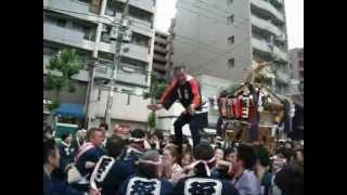 2012年5月20日に撮影。神輿は町会神輿で台東区下谷2丁目(旧町名は坂本...
