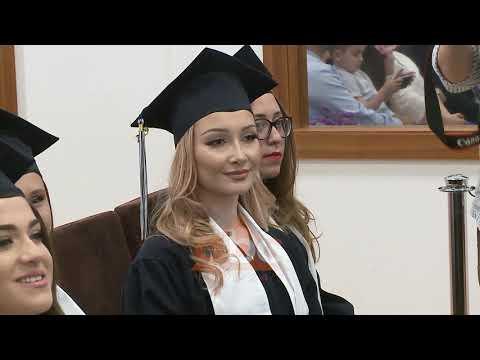 Albanian College Tirana diplomon studentet e pare| ABC News Albania