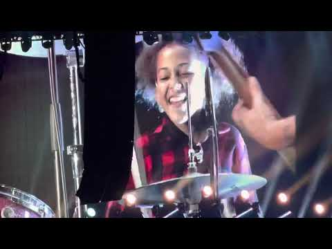 Foo Fighters - Everlong with Nandi Bushell at The Forum 8/26/2021
