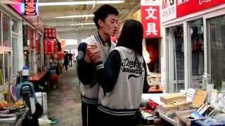 """""""Happy"""" in Tianjin - Pharrell Williams"""
