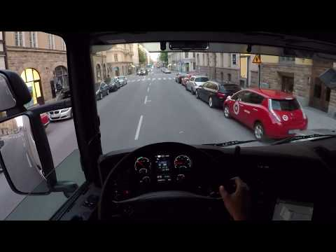 Stockholm City Relaxing drive out of tight garage, Scania P2