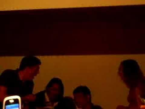 Sarah en el Karaoke!!