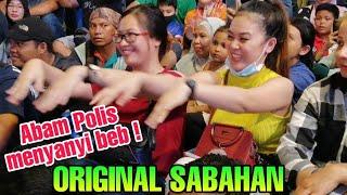 Download lagu Encik Shauki wakil dari Polis Pelancong turut menghiburkan pengunjung2 di Mekdi Bukit Bintang
