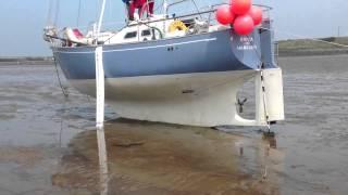 Vancouver 27 sailing boat beaching legs