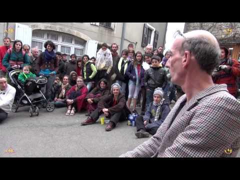 Be Claude, théâtre ambulante dans la rue au Festi'Val D'Olt 2013