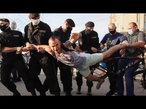 Протести у Білорусі: ОМОН заламував руки і тягнув в автозаки