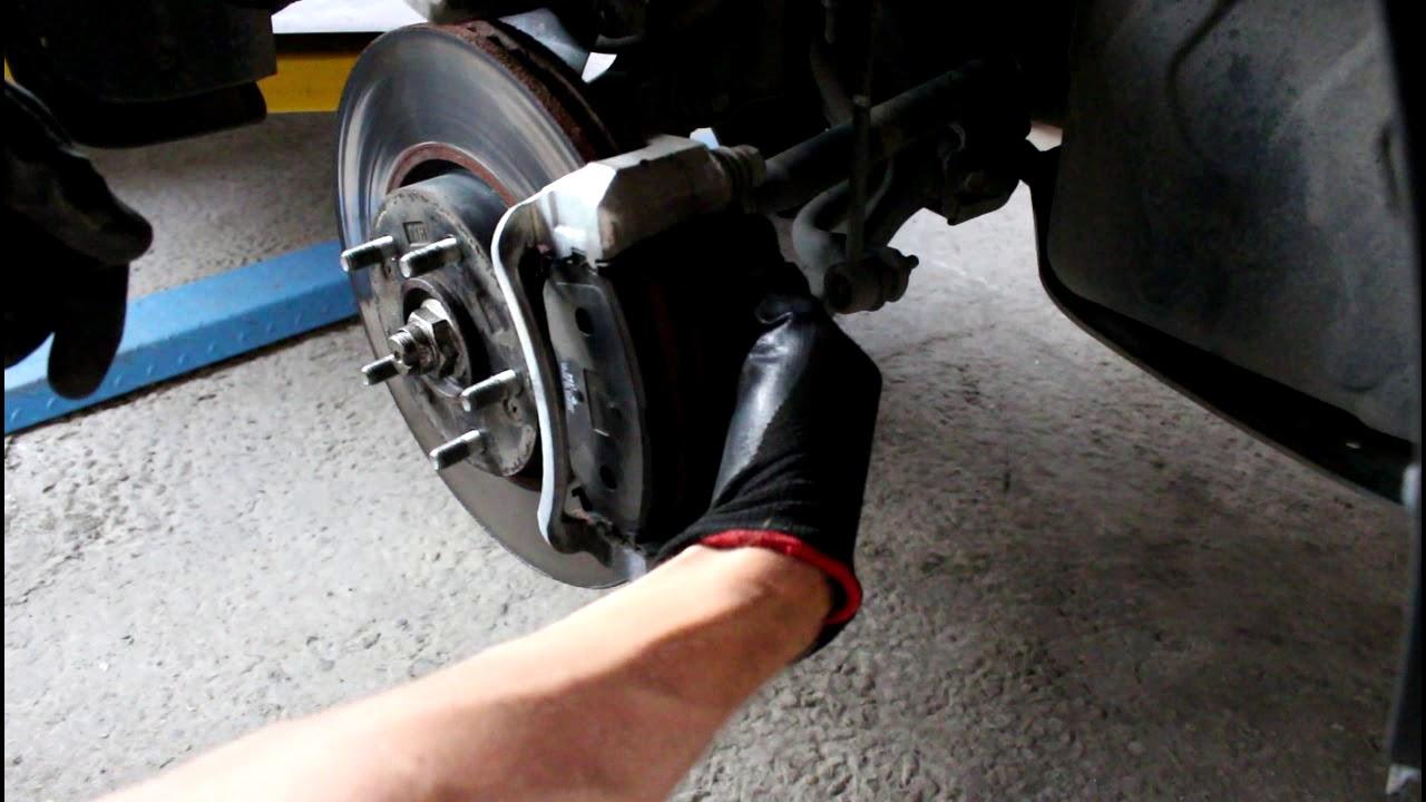 KIA Sportage 2,0 Киа Спортейдж 2012 года Замена передних тормозных колодок