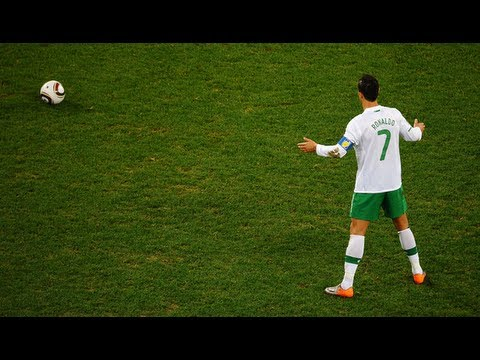 Cristiano Ronaldo Free Kick Tutorial: Knuckleball & Top Spin Shot (Chinese Subs) 罗纳尔多一样