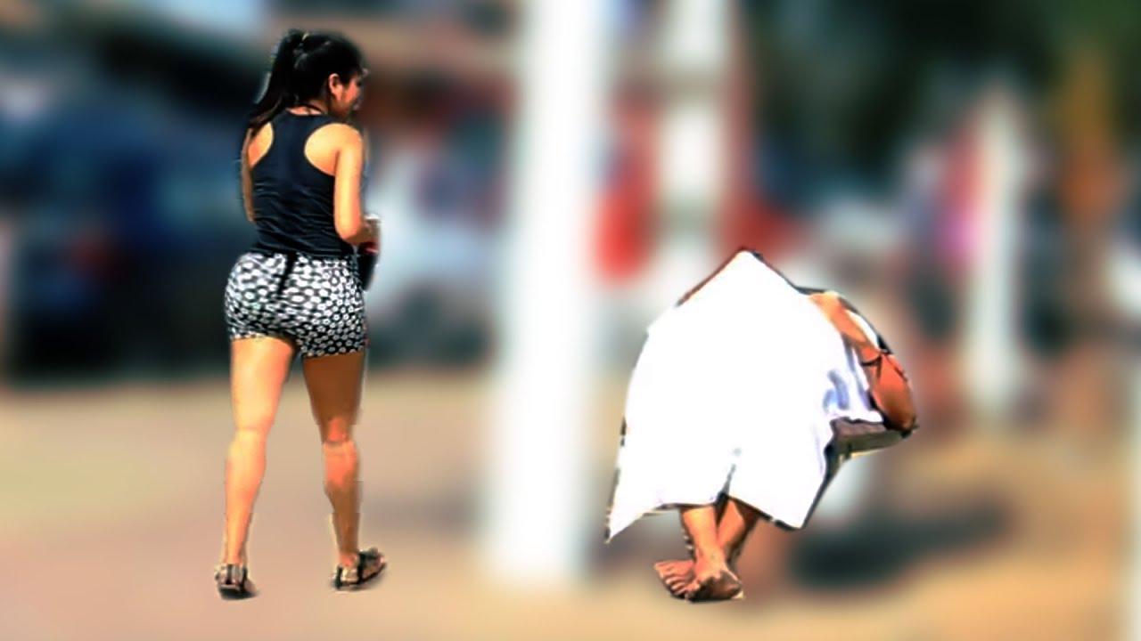 mujer viendo video de erección gratis