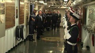 فرنسا.. الرئيس هولاند يزور حاملة الطائرات شارل ديغول