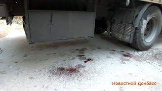 Тела погибших ополченцев доставили в морг / The bodies were taken to the morgue of militias(26 мая 2014 года в районе донецкого аэропорта машина с раненными бойцами батальона