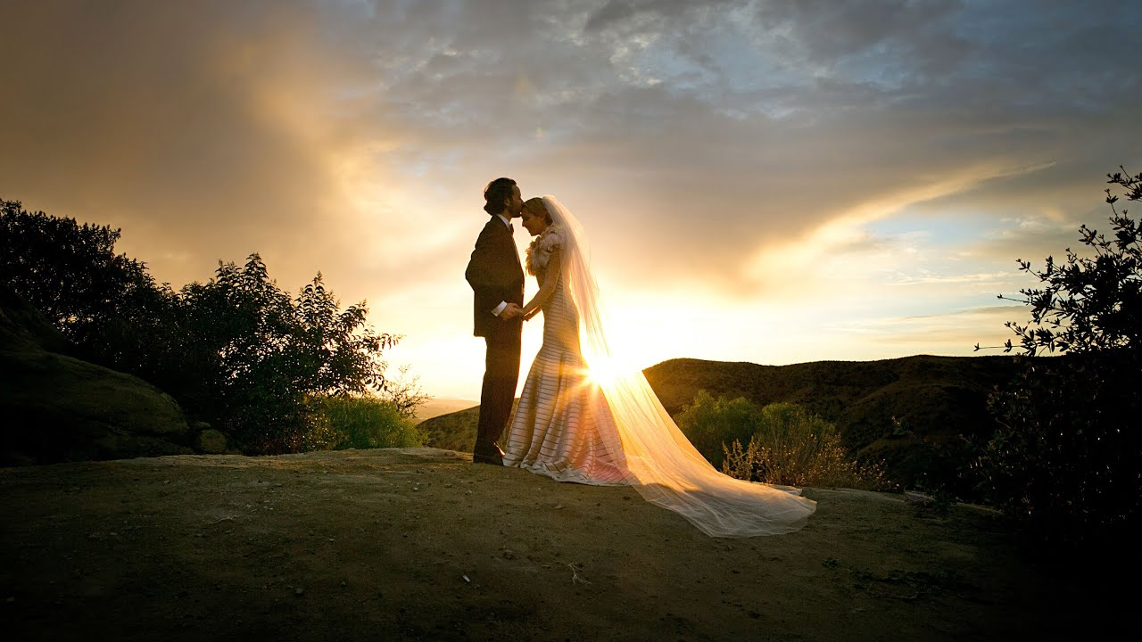 Wedding Photography Guide: Wedding Photography Tips: First Look With Joe Buissink