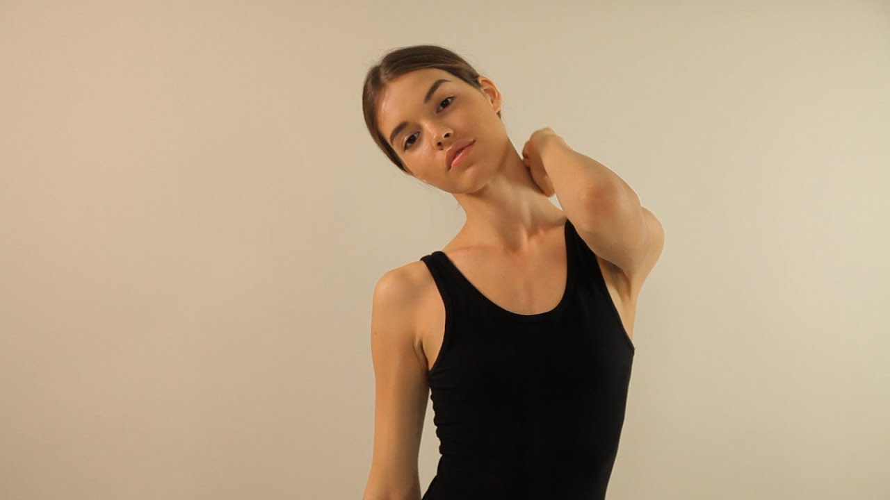 Women art models wet action poses
