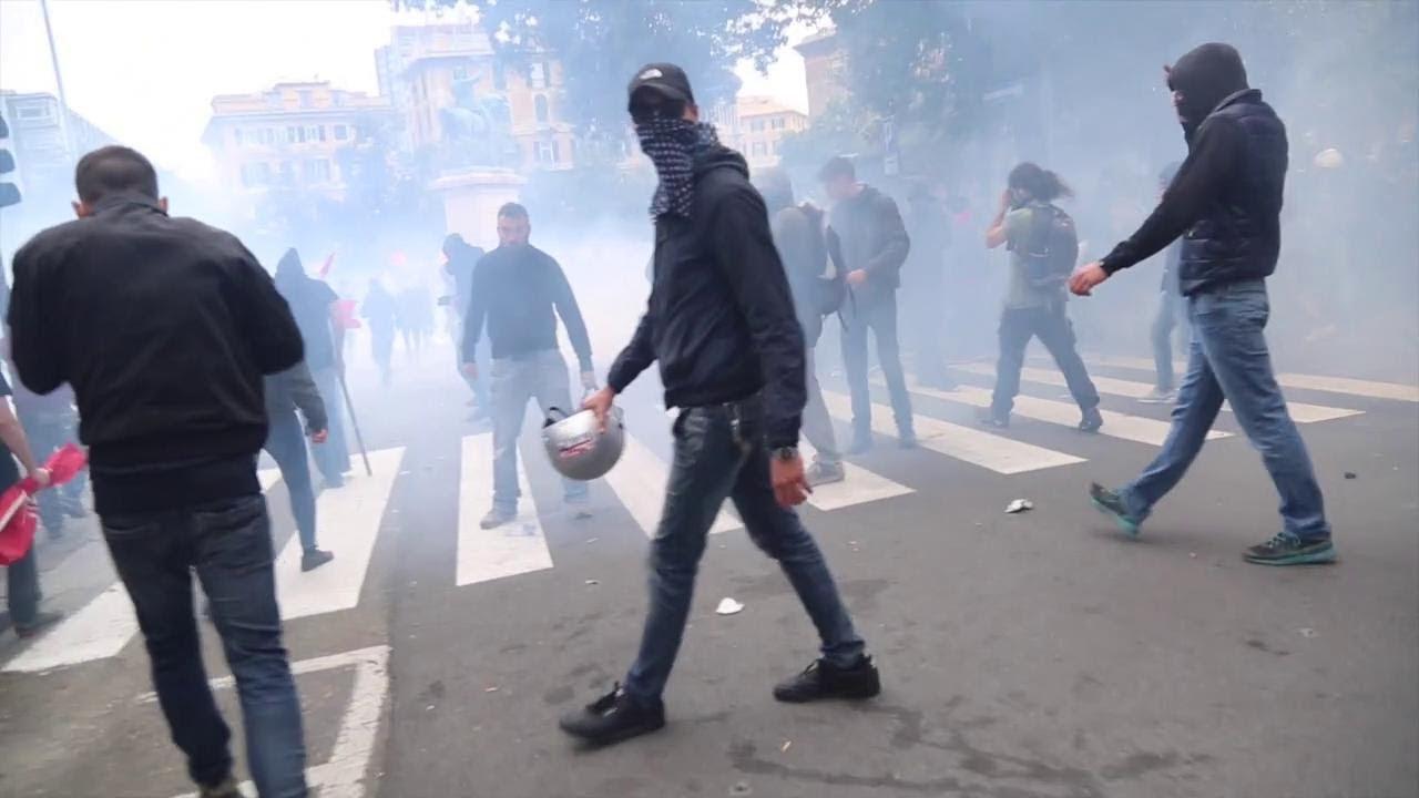Download Genova, scontri tra polizia e antagonisti: lancio di bottiglie e arresti. Il videoracconto