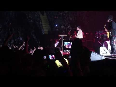 Foxboro Hot Tubs 31/10/09 @ Manchester MEN Arena Stop Drop & Roll - Mother Mary - Sally HD m8 mp3