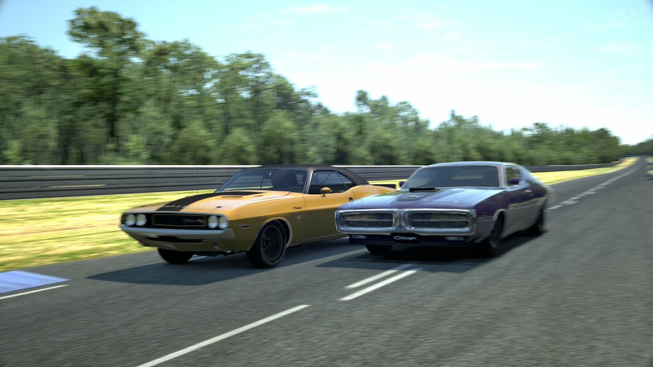 Dodge Track Day 71 Charger Superbee 426 Hemi vs 70 Challenger R T