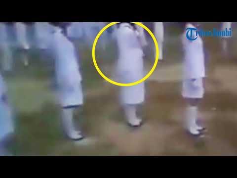 Video Viral! Kesurupan Masal Upacara Penurunan Bendera HUT Ke-73 RI, Bayangan Hitam Terekam Kamera!