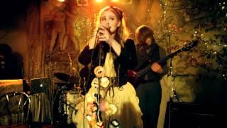 """Mia Diekow mit """"Kuss"""" (a.k.a """"Gute Sachen"""") live in der Prinzenbar"""