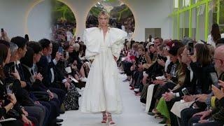 Обзор самых ярких коллекций будущего сезона на Парижской неделе моды.
