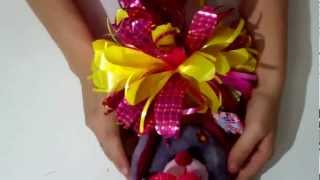 Repeat youtube video Como hacer un moño para regalo = How to make a bow for gift