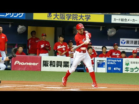 菊池 涼介 2塁手  バスター成功! 見事な流し打ち ライト前ヒット