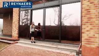 Подъёмно-раздвижные двери, окна, стены Reynaers(Демонстрация работы подъёмно-сдвижной двери. Алюминиевая профильная система CP 155 Reynaers позволяет выполнять..., 2015-05-15T07:09:26.000Z)