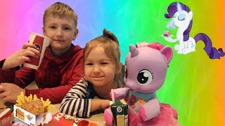 Алиса с Егором и My Little Pony идут в KFS  Влог Alisa with Egor and My Little Pony are in KFS Vlogs