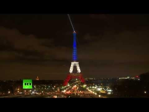 La Tour Eiffel se pare de bleu, de blanc et de rouge