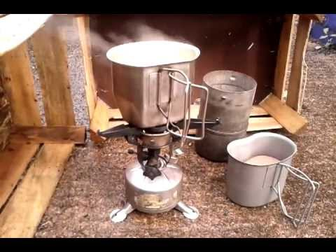 M-1942 US Army gasoline stove cooking