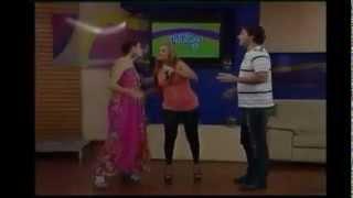 """Clara Galeano en Arriba Paraguay cantando el cover  """"Que Bello"""""""