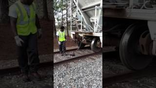 How  to change a knuckle on a rail car
