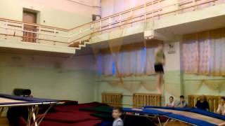 Два с двумя акробатика, прыжки с трамплина