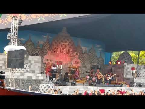 Iwan Fals - Barang Antik...Oplet Tua (Konser Situs Budaya -Jawa Tengah)