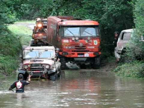 Dresden Breslau 2009 - Cars and Trucks in deep river crossing