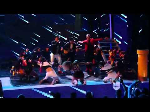 Download Premios Juventud Chino y Nacho feat Farruko cantaron 'Me voy enamorando'1