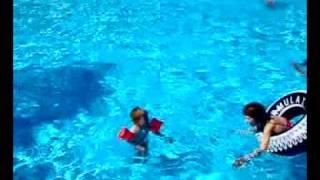 luc in zwembad bedoin