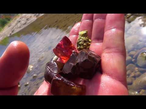 В природе есть камень коричневый авантюрин